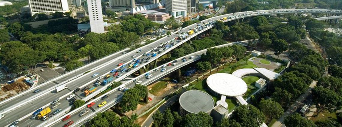 Traffic congestion on a Singapore motorway © 123RF