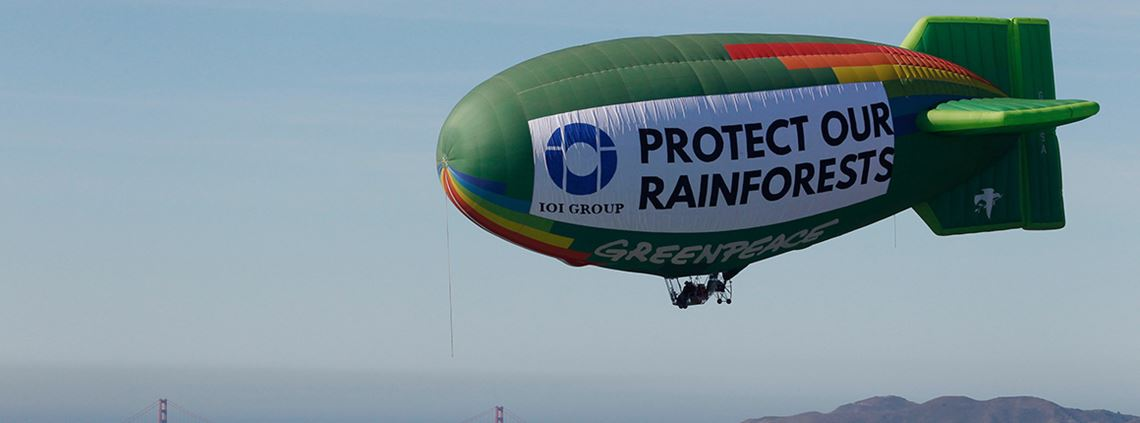 Greenpeace flew a hot air balloon over San Francisco in protest against IOI © Greenpeace