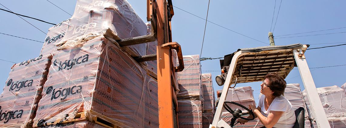 UN Women supports women-owned firms such as this brick trader in Lebanon ©UN Women/ Joe Saade