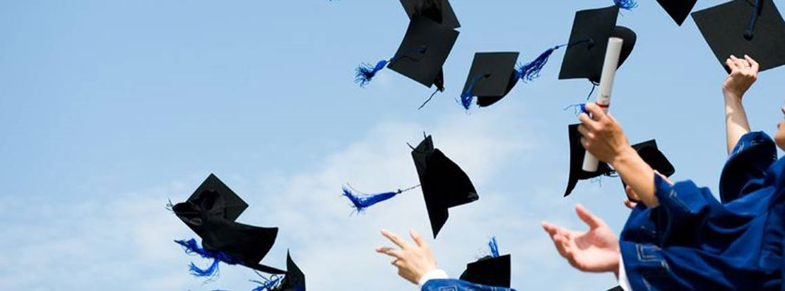 CIPS graduates are celebrating their success ©123RF