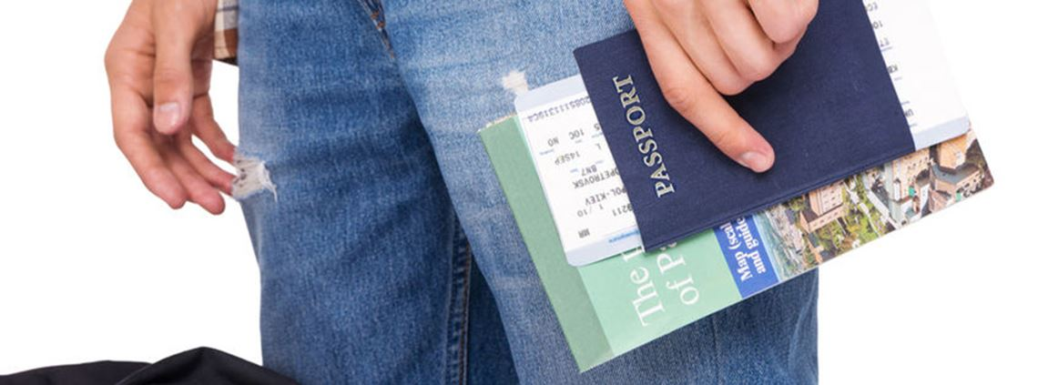 Critics say the UK's new blue passport should be made by a British firm © 123RF