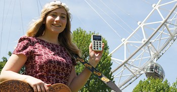 Street musicians are being issued with contactless payment devices in London ©iZettle