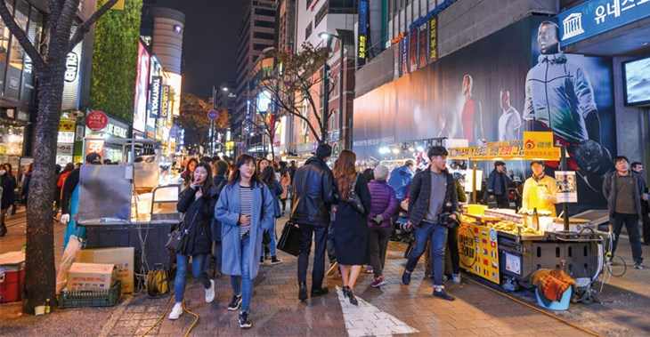 Seoul's lively shopping districts are popular with young people ©kikujungboy/123RF