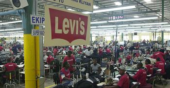 Levi's suppliers will increase renewable energy and reduce water use in a bid to cut emissions. © AFP/Getty Images