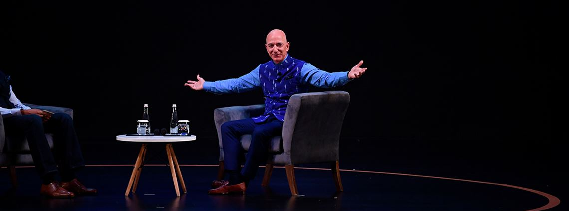 CEO Jeff Bezos talks with Indian firms at Amazon's new annual SMBhav event in New Delhi. © AFP/Getty Images