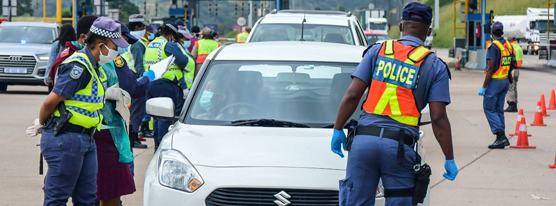 Police and nurses check compliance with mask requirements in South Africa © Darren Stewart/Gallo Images via Getty Images